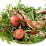 Tagliata di pollo con insalata di rucola e pachino