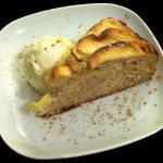 Tortino di mele e cannella  con gelato alla vaniglia