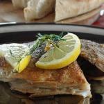 Filetto di spigola al rosmarino in crosta di patate e pachino